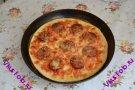 Пицца с салями и моццареллой