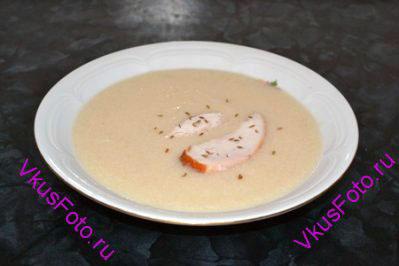 Перед подачей в суп положить обжаренное мясо.