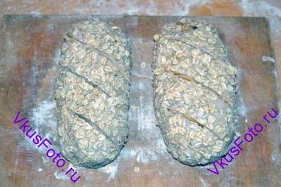 Сделать надрезы на поверхности хлеба.