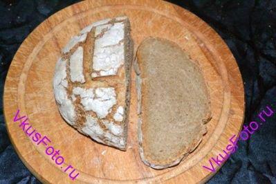 Хлеб выпекать в духовке 15 минут при температуре 220 градусов, и еще 50-60 минут при температуре 200 градусов.