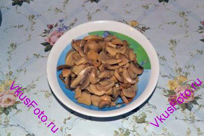 С грибов слить воду.