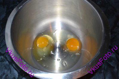 <i>Во времена моей юности по ТВ показывали молодежную передачу Марафон-15. И этот рецепт блинчиков из этой передачи.</i> <br/><br/> Яйца взбить.