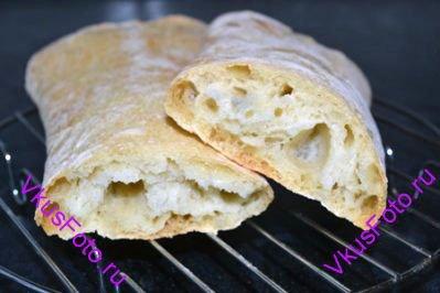 Сформированный хлеб выпекать в духовке 20-25 минут до золотистой корочки при температуре 220 градусов.