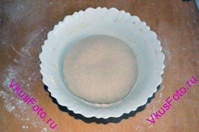 Снова <a href=http://www.vkusfoto.ru/raznoe/kak_sformirovat_shar_iz_testa/116.html>сформировать шар</a>, положить в миску и поставить в теплое место на расстойку-2 еще на 1 час.