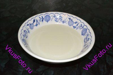 <b>Приготовление глазури:</b> Молоко подогреть и растворить  нем сахар.