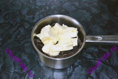 К шоколаду добавить сливочное масло.