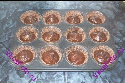 Накрыть оставшейся шоколадной массой.