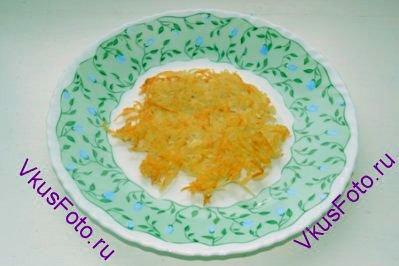 Выложить горячий рёсти на тарелку и сразу подавать.
