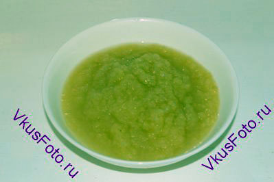 Груши размять в пюре и добавить 3 ст.л. сахара.