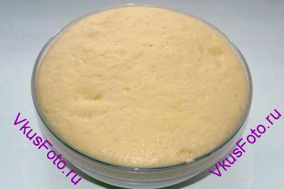 Поставить тесто в теплое место пока оно не увеличится вдвое.