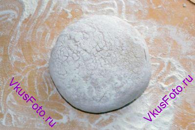 Снова <a href=http://www.vkusfoto.ru/raznoe/kak_sformirovat_shar_iz_testa/116.html>сформировать шар</a>. Переложить в миску и поставить в теплое место на расстойку-2 на 1 час.