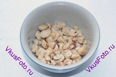 Орехи раздробить, но не мелко.