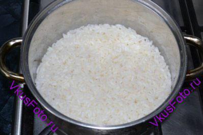 Рис убрать с огня и оставить на 10 минут.