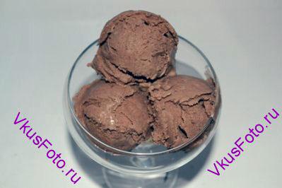 При подаче формировать шарики специальной ложкой для мороженого.