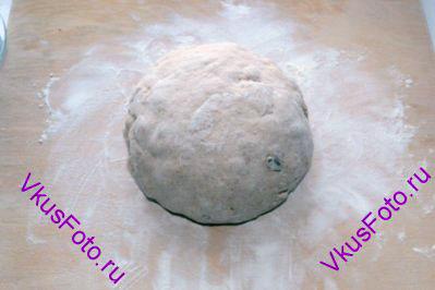 <a href=http://www.vkusfoto.ru/raznoe/kak_sformirovat_shar_iz_testa/116.html>Сформировать шар</a>.