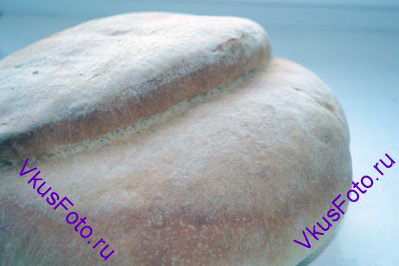 Выпекать хлеб в предварительно разогретой духовке 10 минут при 220 градусах. Затем температуру убавить до 200 градусов и выпекать еще 30 минут.