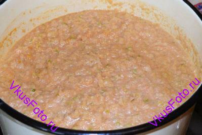 Размешать содержимое кастрюли, довести до кипения и варить 1 час.
