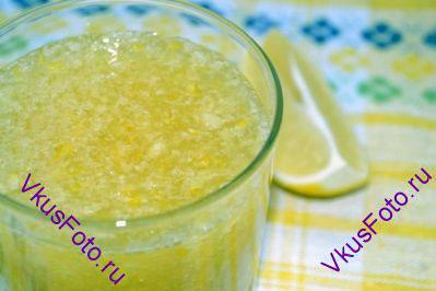 Разложить в банки или емкость для хранения. Хранить лимонную пасту можно в холодильнике до двух недель. Можно заморозить небольшими порциями и доставать по мере необходимости.