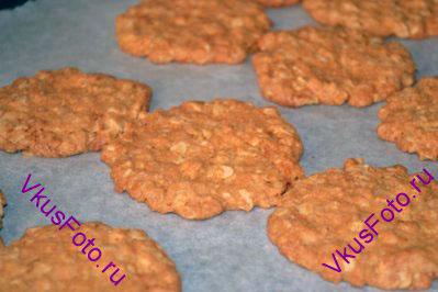 Выпекать печенье в разогретой духовке при температуре 180 градусов в течении 15-20 минут до золотистого состояния.  Из указанного количества ингредиентов получается 15 печений.