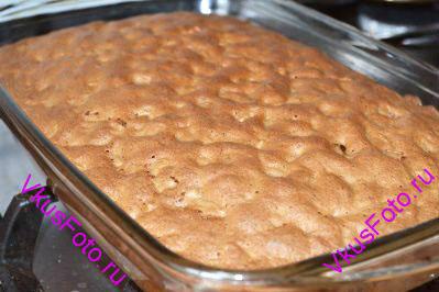 Выпекать пирог в духовке при температуре 180 градусов в течении 30-40 минут.