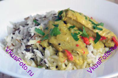 На гарнир можно подать рассыпчатый рис или овощи приготовленные на пару.