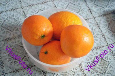 Апельсины вымыть, высушить и положить в морозильную камеру на ночь.