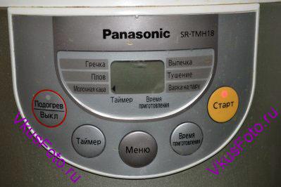 Чашу устанавливаем в мультиварку, закрываем крышкой. Выбираем программу Молочная каша (мультиварка Panasonic). Программа автоматическая и мультиварка сама отключится, когда каша будет готова.
