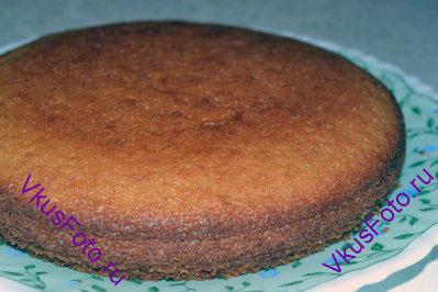 Готовый пирог вынуть из формы и остудить.
