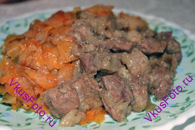 Гуляш в мультиварке получается очень вкусный, мясо мягкое и сочное. В качестве гарнира можно использовать картофельное пюре, макароны, гречневую кашу, тушеные овощи.
