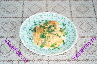 Горячий мишмаш разложить по тарелкам, посыпать петрушкой. Подавать в горячем виде.