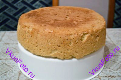 Выложить в форму и выпекать до готовности при температуре 180 градусов.