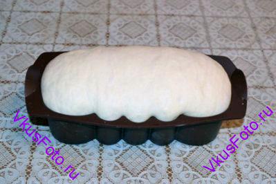 Поставить на вторую расстойку примерно на 1-1,5 часа, пока хлеб не поднимется вдвое.